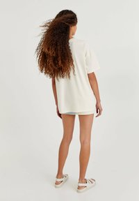 PULL&BEAR - BETTY BOOP BOOPFICTION - T-shirt med print - white - 2