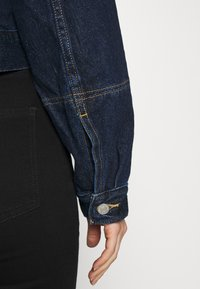 Levi's® - TAILORED TRUCKER - Denim jacket - allow me - 6