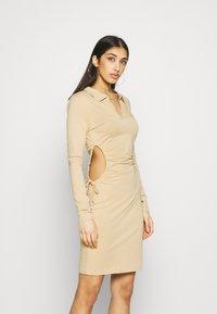 NA-KD - Shift dress - beige - 0