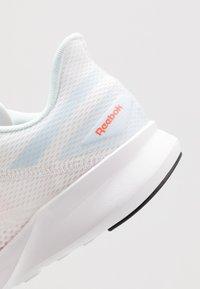 Reebok - SPEED BREEZE 2.0 - Neutrální běžecké boty - white/glas blue/vivid orange - 5
