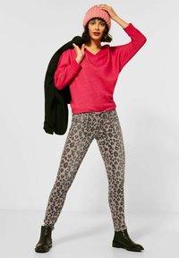 Street One - MIT LEO - Jeans Skinny Fit - braun - 1