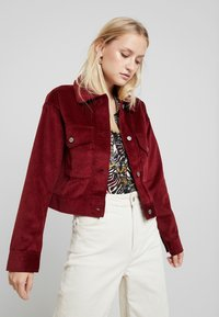 Abercrombie & Fitch - TRUCKER JACKET - Chaqueta fina - red - 0