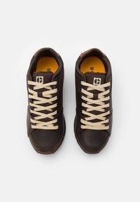 Caterpillar - VENTURE BASE - Sneakersy niskie - coffee bean - 3
