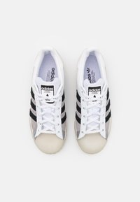 adidas Originals - SUPERSTAR UNISEX - Trainers - footwear white/core black/light charcoal - 3