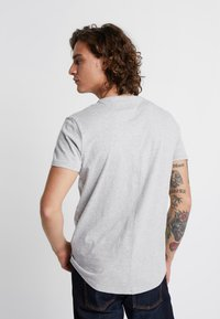 Tommy Jeans - ESSENTIAL JASPE TEE - Basic T-shirt - grey - 2