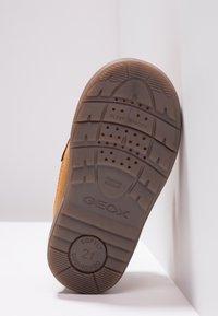 Geox - HYNDE BOY WPF - Winter boots - biscuit - 5