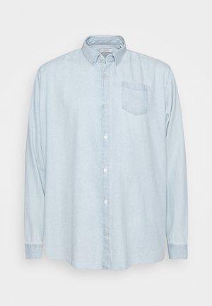 WASHED OXFORD - Overhemd - light blue