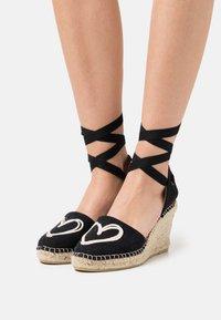Macarena - CARLA - Sandály na platformě - black - 0