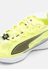 Puma - ULTRARIDE FM XTREME - Neutral running shoes - fizzy yellow/black/metallic silver - 5