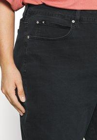 Calvin Klein Jeans Plus - HIGH RISE SKINNY ANKLE - Jeans Skinny Fit - denim black - 3