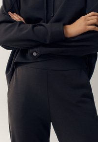 Massimo Dutti - Tracksuit bottoms - green - 4