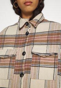 ONLY - ONLLOLLY LONG CHECK COAT - Klassisk frakke - whitecap gray - 5