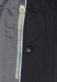 Nike Performance - FLY PANT - Träningsbyxor - smoke grey/black/barely volt - 6