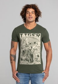Liger - LIMITED TO 360 PIECES - ERYC WHY - ROTTERDAM - Print T-shirt - military green - 0