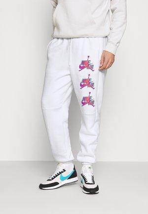 PANT - Verryttelyhousut - white