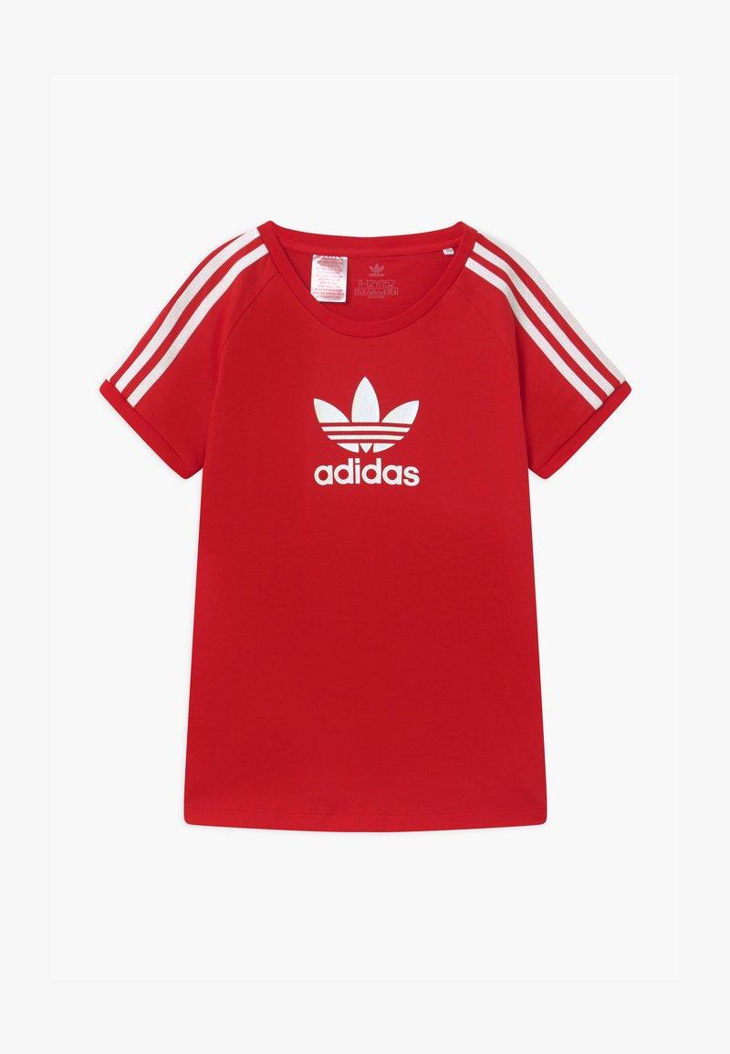adidas Originals - TEE UNISEX - T-shirt con stampa - scarle/white