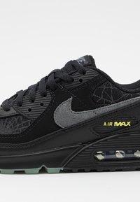 Nike Sportswear - AIR MAX 90 UNISEX - Sneakers laag - black/smoke grey/limelight - 5