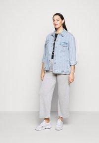 Pieces Curve - PCSIMINIA PANTS CURVE - Trousers - light grey melange - 1