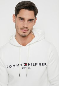Tommy Hilfiger - LOGO HOODY - Sweat à capuche - white - 3