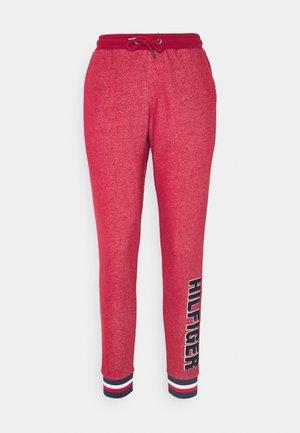 MODERN STRIPE TRACK PANT - Pyjamahousut/-shortsit - deep rouge