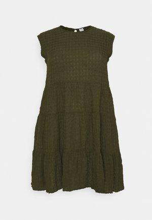 VMPOLITE DRESS - Day dress - ivy green