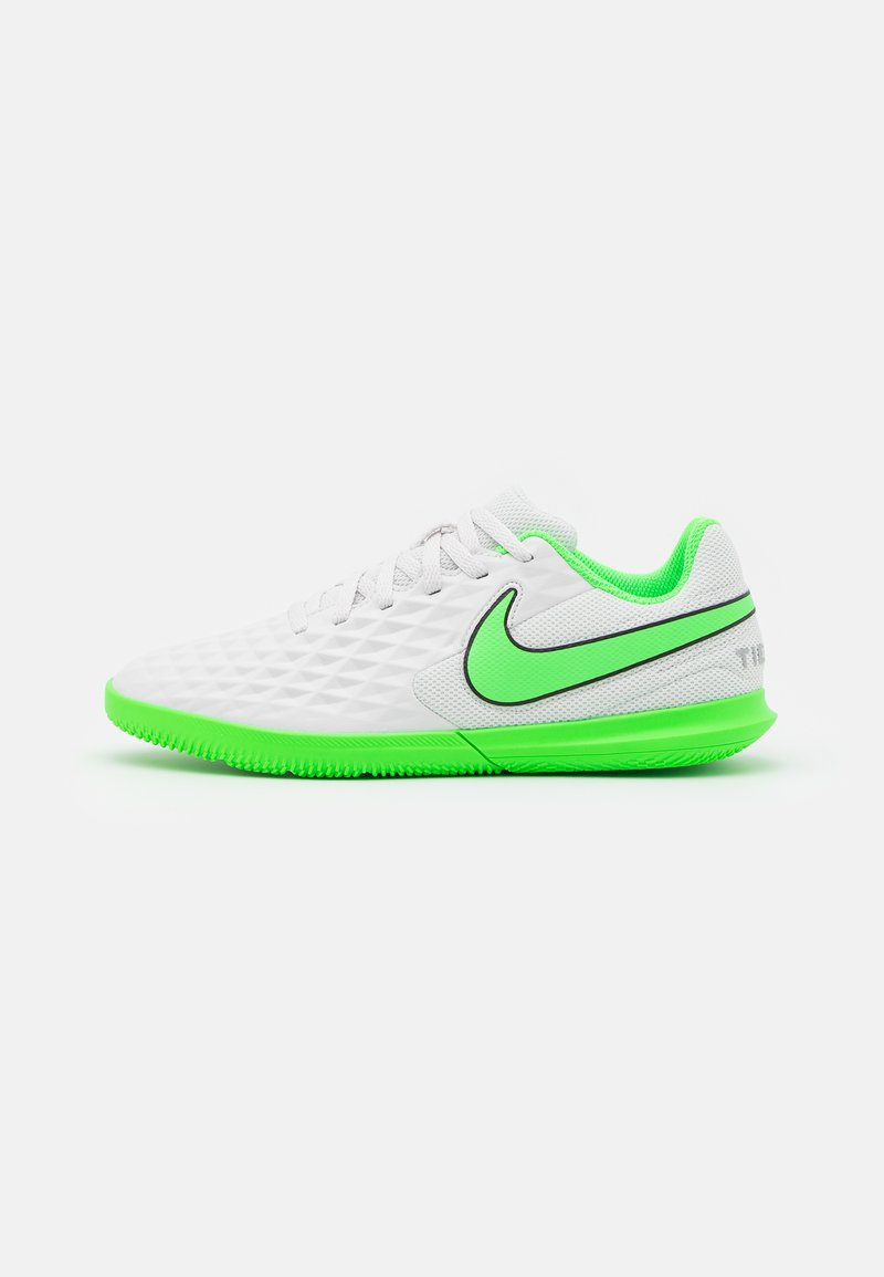 Nike Performance - TIEMPO JR LEGEND 8 CLUB IC UNISEX - Indoor football boots - platinum tint/rage green