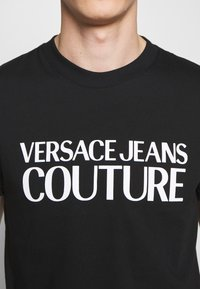 Versace Jeans Couture - BASIC LOGO - Print T-shirt - black - 5