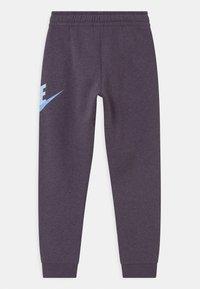 Nike Sportswear - CLUB PANT - Teplákové kalhoty - dark raisin - 1