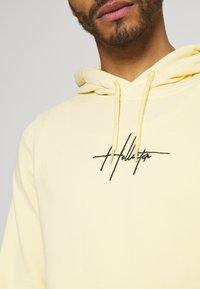 Hollister Co. - FLORAL SCRIPT UNISEX - Sweatshirt - yellow - 4
