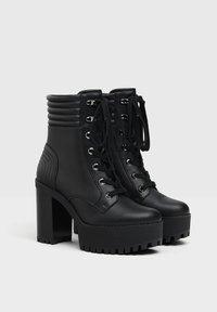Bershka - MIT ABSATZ UND STEPPMUSTER  - Kotníková obuv na vysokém podpatku - black - 2