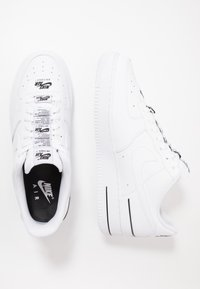 Nike Sportswear - AIR FORCE 1 '07 LV8 - Tenisky - white/black - 1