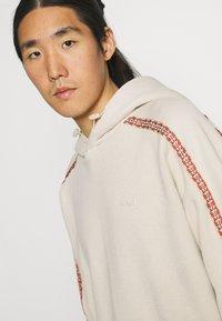 Levi's® - FASHION HOODIE UNISEX - Sweater - sahara khaki - 3