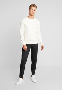 GANT - CABLE CREW - Stickad tröja - cream - 1