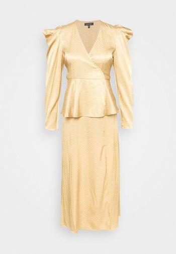 BELTED PEPLUM DRESS - Vestido de cóctel - toffee