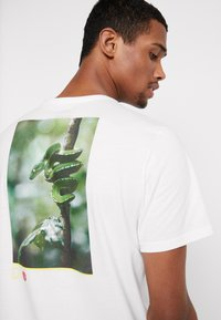 Element - SERPENT  - Printtipaita - off white - 5