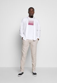 Marc O'Polo - Print T-shirt - white/baroque rose - 1