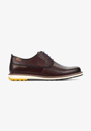 BERNA M8J - Zapatos con cordones - olmo