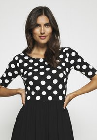 Anna Field - BOAT NECK PRINT DRESS WITH SOLID SKIRT - Trikoomekko - black/white - 3