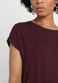 Vero Moda - Basic T-shirt - winetasting - 4