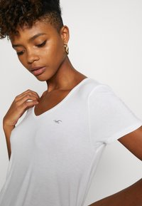 Hollister Co. - EASY BASIC 3 PACK - Basic T-shirt - white/black/burg - 6