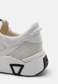 Guess - MODENA - Trainers - white - 5