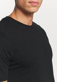 Jack & Jones - JACBASIC TEE CREW NECK 4 PACK - Pyjamashirt - black - 5