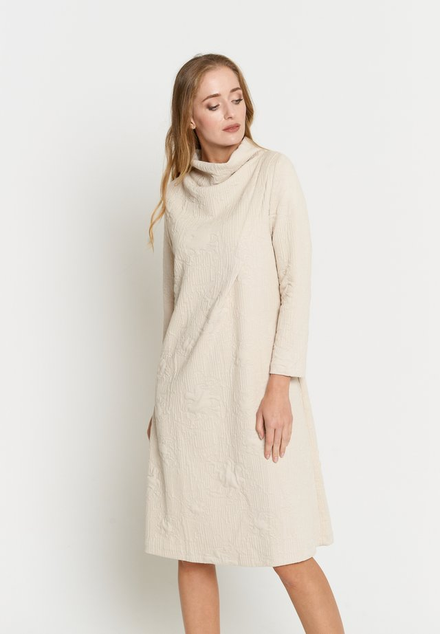 LILUNA - Gebreide jurk - sahne