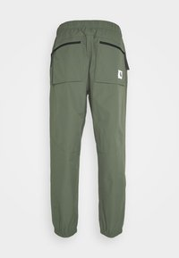 Carhartt WIP - HURST PANT - Tracksuit bottoms - dollar green - 8