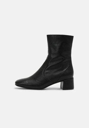 LEAH - Kotníkové boty - black