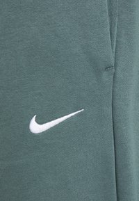 Nike Sportswear - PANT TREND PLUS - Tracksuit bottoms - hasta/white - 4