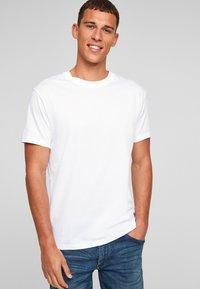 Q/S designed by - Basic T-shirt - white - 0