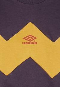 Umbro - RESORT KIDS CREW  - Sweatshirt - cosmos/haze/fig - 3