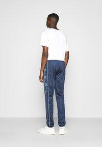 Ellesse - ARCOLE - Pantalones deportivos - navy - 2