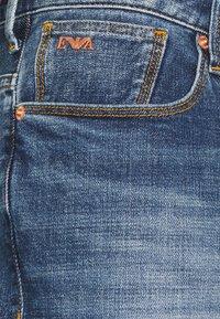Emporio Armani - 5 POCKETS PANT - Slim fit jeans - blue denim - 3